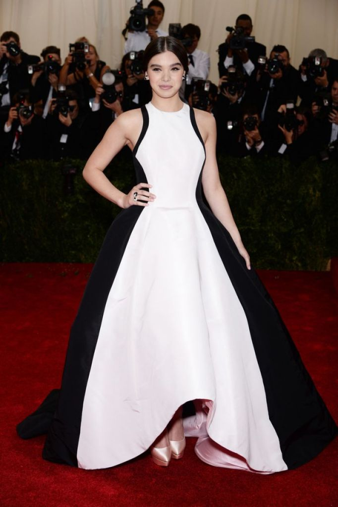 Hailee Steinfeld at the 2014 Met Gala | Photo by Eric Sudias, Creative Commons